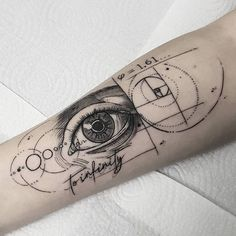 Meet the best tattoo artists in Rio de Janeiro - Bodymodification - Tattoos 3d, Bild Tattoos, Wrist Tattoos, Body Art Tattoos, Small Tattoos, Sleeve Tattoos, Fibonacci Tattoo, Tatouage Fibonacci, Physics Tattoos