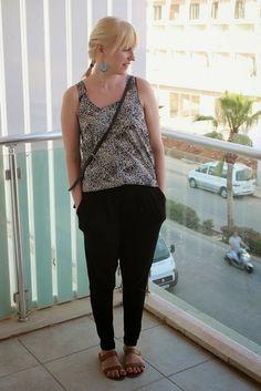 Summer outfit with black pants / Kotisaari