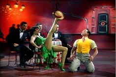 """Cyd Charisse and Gene Kelly in dance segment """"Broadway Melody"""", from """"Singin' in the Rain"""" Gene Kelly, Donald O'connor, Film Musical, Musical Theatre, Stanley Donen, Cyd Charisse, Rita Moreno, Den Of Geek, Film Streaming Vf"""