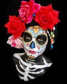 35 Halloween Costume Ideas With Skull Motive That Spooky - Dia de los Muertos - Halloween Skeletons, Halloween Kostüm, Halloween Costumes, Maquillaje Sugar Skull, Helloween Make Up, Sugar Scull, Dead Makeup, Day Of The Dead Art, Sugar Skull Makeup