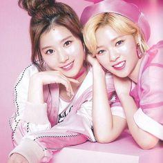 My queens have me ded _________________________ #igot7 #got7 #once #twice #jb #mark #jackson #jinyoung #youngjae #bambam #yugyeom #mina #jihyo #chaeyoung #nayeon #dahyun #tzuyu #momo #jeongyeon #sana #kpopf4f #kpopl4l #kpop