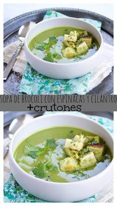 Dale vuelta a la típica sopa de brócoli! Haz esta con espinacas, cilantro y crutones deliciosos. Es super sana y deliciosa, además vegana. | https://lomejordelaweb.