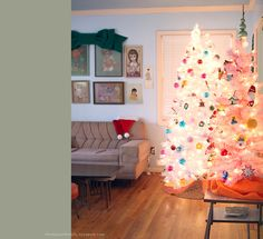 Her Vintage home is so gorgeous, especially at Christmas.