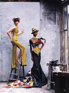 Ling Tan and Debra Shaw in 'Couture Clash' Photographer: Peter Lindbergh Dresses and accessories: Christian Dior Haute Couture S/S 1997 Vogue US April 1997 Foto Fashion, Fashion Week, Fashion Art, Editorial Fashion, High Fashion, Fashion Design, Vogue Editorial, Purple Fashion, Trendy Fashion