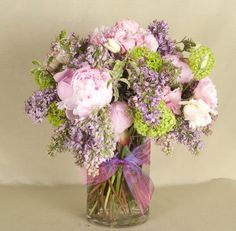 Mother's Day Flowers | Celebrate Mother's Day with a gorgeous floral arrangement | perfect gift for mom | Westchester New York | Bedford Village Florist