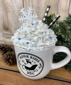 Christmas Tumblers, Christmas Drinks, All Things Christmas, Indoor Christmas Decorations, Christmas Centerpieces, Christmas Frames, Christmas Christmas, Diy Whipped Cream, Hot Cocoa Bar