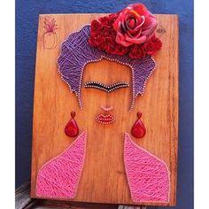 uma inspiração chamada Frida Kahlo ♥ #frida #fridakahlo #pregoelinha #prego #nail #linha #string #stringart #stringandnails #nailsandstring #artesanato #arte #art #madeira #wood #decoraçao #presentecriativo #projetoabacaxi #abacaxi #pineapple