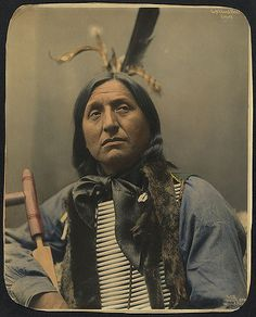 Left Hand Bear, Oglala Sioux chief i dont know his history but then you are divided did he hurt white people did he save red people, god has a hard job, i think he looks cool and they were just doing the best they could Native American Pictures, Native American Beauty, Indian Pictures, Native American Tribes, Native American History, American Indians, Art Indien, Oglala Sioux, Indian Artwork