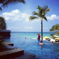 Infinity pool Boracay, Philippines. Image by @no way Price.