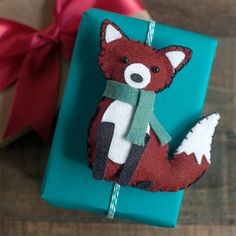 Make this cut felt fox as a gift topper or ornament. Pattern and tutorial on my blog.
