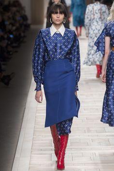 #Fendi #fashion #Koshchenets Fendi Fall 2017 Ready-to-Wear Collection Photos - Vogue