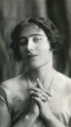 I Love the British Royals:   The Queen Mother as a young woman