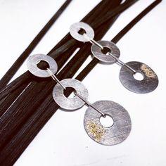 Pendientes de plata en varios tonos y texturas con polvo de oro de 18 ct Ct, Lava, Washer Necklace, Natural, Jewelry, Gems, Jewlery, Jewerly, Schmuck