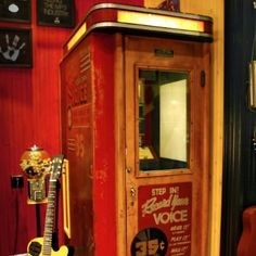 Jack White unveils one-of-a-kind recording booth