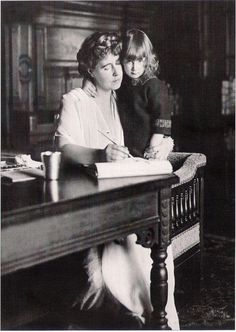 HM Queen Marie and her youngest daughter Princess Ileana of Romania Romanian Royal Family, Greek Royal Family, History Of Romania, Maud Of Wales, Young Prince, Rare Pictures, Prince And Princess, King George, Queen Victoria