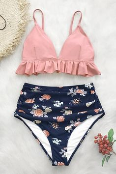 Pink and Floral Ruffled High-Waisted Bikini Summer Bathing Suits Bikini Floral Highwaisted pink Ruffled Bikini Rose, Bikini Floral, Pink Bikini, Mode Du Bikini, Haut Bikini, Crop Top Bikini, Summer Bathing Suits, Girls Bathing Suits, Women Bathing Suits