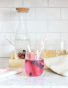 popsicle-garnished sparkling summer mocktail #DIY #doityourself #HowTo #summer #drinks #cocktails #popsicle
