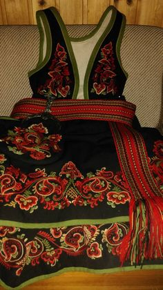 Scandinavian Embroidery, Scandinavian Art, Folk Costume, Costumes, Folk Clothing, People Of The World, Traditional Outfits, Old And New, Vintage Photos