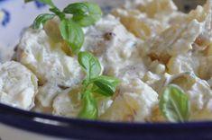 Kold kartoffelsalat med karry, sennep og græsk yoghurt | NOGET I OVNEN HOS BAGENØRDEN Snack Recipes, Snacks, Potato Salad, Karry, Side Dishes, Buffet, Potatoes, Vegetarian, Summer