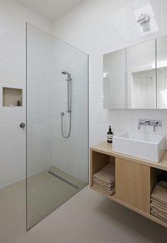 petite salle de bain meuble vasque bois douche italienne