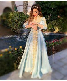 Cherchez vous en ligne des nouveaux modèles chics de caftan Marocain 2018 à vendre au prix pas cher ? voulez-vous commander sur mesure des...