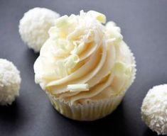 Raffaello Buttercreme Cupcakes - Rezept - Spezielle kleine Kuchen wie Raffaello Buttercreme Cupcakes sehen nicht nur toll aus sie schmecken a - Easy Cheesecake Recipes, Cupcake Recipes, Baking Recipes, Dessert Recipes, Cookie Recipes, Cupcakes Cheesecake, Brownie Recipes, Food Cakes, Baking Cupcakes