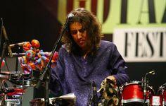 O músico leva seu experimentalismo percussivo ao palco do Sesc Santana nesta quinta-feira, 26, às 21h, com ingressos até R$ 16.