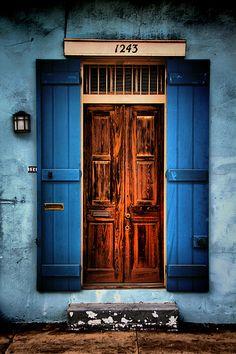 pictures of uptown new orleans french windows - Bing images Cool Doors, The Doors, Unique Doors, Windows And Doors, Portal, New Orleans French Quarter, Closed Doors, Door Knockers, Doorway