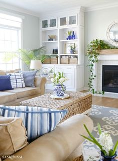 Blue and White Spring Living Room Tour - Sand and Sisal This Blue and White Spring Living Room Tour will show you how to incorporate this classic color scheme and decor elements in a fresh, relaxed and updated way for spring. Home Living Room, Living Room Furniture, Living Room Designs, Living Room Decor, Modern Furniture, Furniture Storage, Living Walls, Decor Room, Leather Furniture