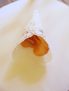 Dandelion Events cono para pétalos con blonda  Dandelion Events paper doily cone for petals