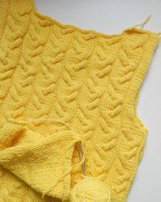 Как же хочется поскорее закончить и померять  осталось рукавочки довязать, скоро покажу во всей красе #вязание #вязаниеспицами #вязанаямода #вязаныйпуловер #пуловерспицами #впроцессе #knit #knitting #knitwear #handmade #knitforyou #вяжутнетолькобабушки #желтенький