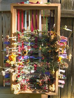 Learning to weave? Make an outdoor loom to enjoy on gorgeous spring days.