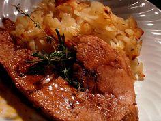 Rouelle de Porc en Cocotte au Four (pour 5 personnes) Ingrédients: 1 rouelle de jambon de porc (env.1kg) 1 oignon 2 gousses d'ail 1 branche de thym et de romarin 2 feuilles de laurier 4 dl de Pinot blanc d'Alsace 1 càc de concentré de tomate 1 càc de... Couscous, Tupperware, Diet Tips, Bacon, Curry, Four, Food And Drink, Rice, Cooking Recipes