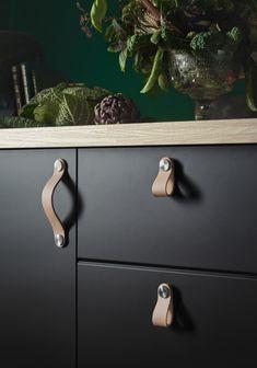 ÖSTERNÄS Leren handgreep | IKEA IKEAnl IKEAnederland 2WMN inspiratie wooninspiratie inrichten modern keuken KUNGSBACKA keukendeurtjes duurzaam gerecycled recyclen