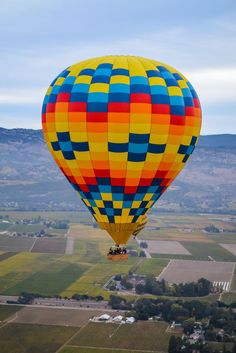 Consider riding in a hot air balloon in Napa Valley. It& be an experience you& sure to remember. Plus, mimosas! Air Balloon Rides, Hot Air Balloon, Napa Valley, Balloons Photography, Balloon Flights, Air Ballon, Cool Yoga Poses, California Trip, Northern California