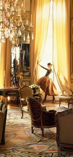 A salon in Hubert de Givenchy's Paris residence, circa 1990 - Veranda.com