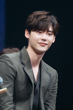 [STARCAST] Lee Jong Suk's full story behind the fan meeting captivated Japanese women's hearts Hello! Today I brought Lee Jong Suk's story who is the best Hallyu star as well as. W Two Worlds Wallpaper, Lee Jong Suk Wallpaper, F4 Boys Over Flowers, Lee Jong Suk Cute, Kang Chul, Choi Jin, Han Hyo Joo, Hallyu Star, Big Bang Top
