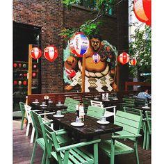 Quelques endroits incroyables � essayer cet �t�! - Meilleures Terrasses de Montréal où Boire & Manger - Symbole ultime de la saison estivale? Un restaurant en terrasse bien sûr! Plats colorés, cocktails joyeux ou pieds dans l'eau, vous avez l'embarras du... Cocktails, Restaurant, Photography, Furniture, Instagram, Home Decor, Eat, Terraces, Craft Cocktails