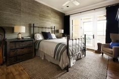 Brilliant Luxury Home Design with Modern Rustic Decor: Vintage Bedroom Classic Furniture Luxury Home In Texas ~ SQUAR ESTATE Decoration Inspiration