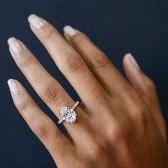 We hope you've had a sparkling Sunday! #wedding #love #bride #bridal #romance #weddingstyle #weddingdress #stunning #sparkling #diamondring #engagementring #engaged #jewelry #beautiful #diamond #ovalengagementring #casar #casarbride #casarelegance #brisbanebride http://gelinshop.com/ipost/1524456800606212866/?code=BUn9WIbj9MC