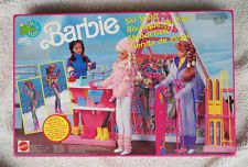 VINTAGE BARBIE SKI SHOP (1990, SKI FUN). VERY HARD TO FIND, BRAND NEW OLD STOCK!