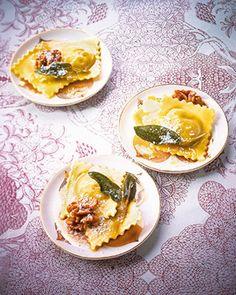 Herzhafte Ravioli mit Gorgonzola-Nuss-Füllung