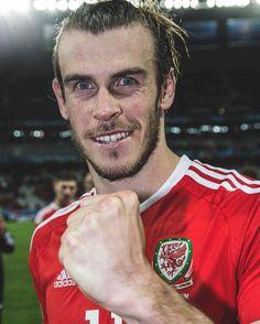 Ini dia orang yang bisa bawa #Wales sampe semifinal euro 2016 kemaren #Bale #Euro