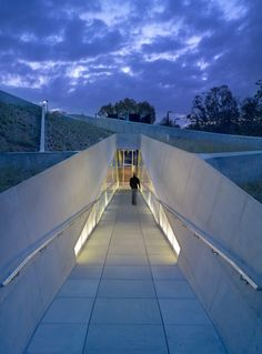The Los Angeles Museum of the Holocaust; Los Angeles by Belzberg Architects Museum Architecture, Futuristic Architecture, Landscape Architecture, Landscape Design, Architecture Design, Villa K, Los Angeles Museum, Design Museum, Exterior