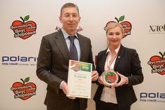 Заур Балагов и Рита Анисимова с наградой Лучшая Торговая марка, присужденной бренду Спело-Зрело.