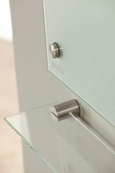 S: I like the silver support holder for the glass board Clarus GlassBoards