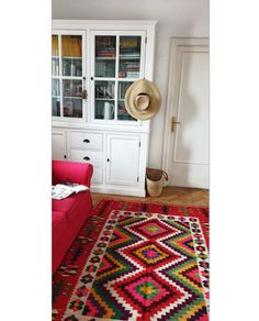 handmade old kilim in a modern decor with a touch of Vintage Rugs, Vintage Items, Wool Carpet, Romania, Modern Decor, Contemporary Design, Minimalism, Hand Weaving, Finding Yourself