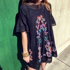 """""""Embroidered Free People  #lacedetail #shortsleeve #backkeyhole #perfecttransition #wearnow #wearlater #freepeople"""""""