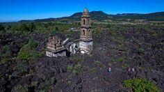 - Igreja matriz da cidade de San Juan Parangaricutiro, em Angahuan, no México. Ela foi destruída em 1943 por uma erupção do vulcão Paricutin. Foto: Mario Vazquez / AFP
