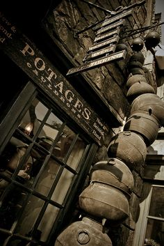 I LOVE the way these cauldrons are stacked! The Wizarding World of Harry Potter: Potages Cauldrons by Scott Smith (SRisonS), via Flickr